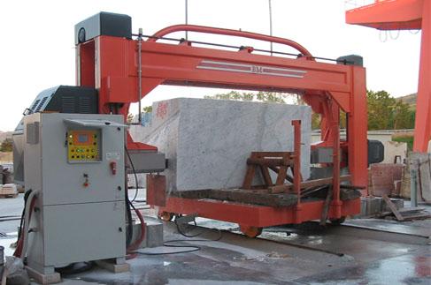 taglio blocco marmo